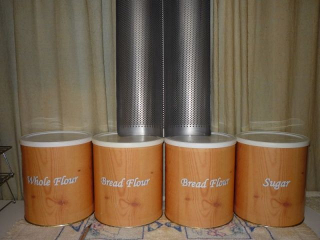 4 metal cans that look like wood; 1 french bread mold.